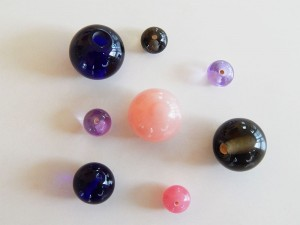Verschiedene Glasperlen und Glaskugeln von Schäfer Glas - Farbig