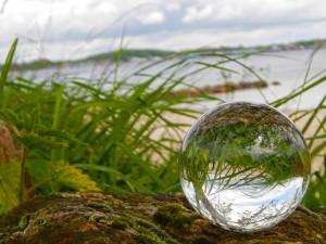 Die Welt ist zerbrechlich wie eine Glaskugel